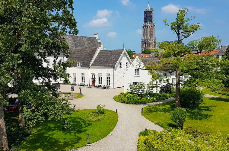 Grand_Hotel_Karel_V_gardens_-_big_jpg